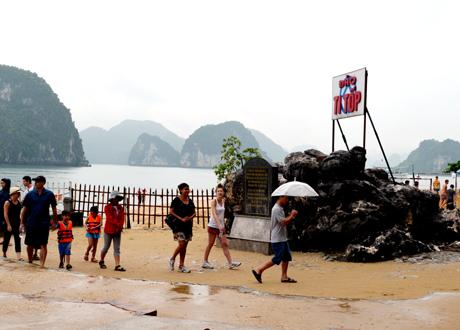 Hình ảnh của Phí tham quan du lịch Hạ Long tăng cao