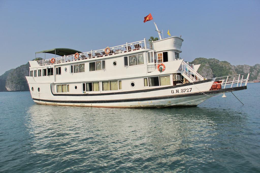 Tour Hạ Long 3 Ngày Ngủ Tàu Fantasea Cruise