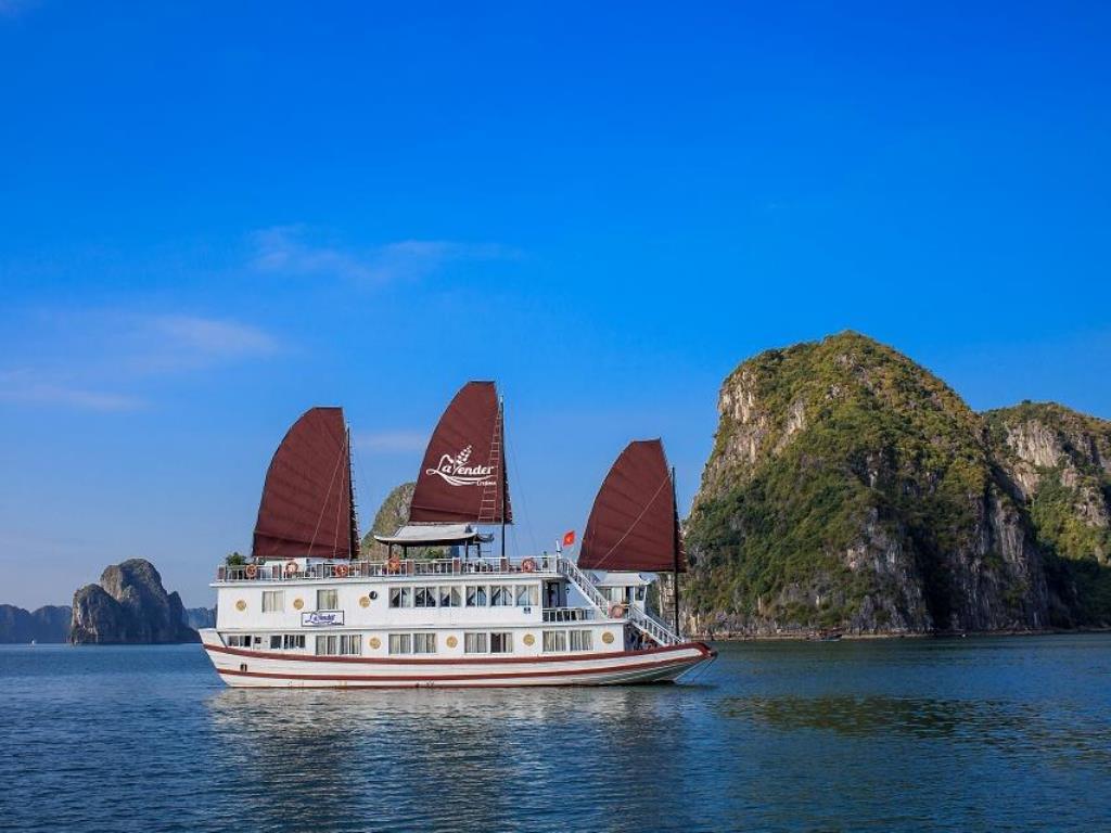 Tour Hạ Long 2 Ngày Ngủ Tàu Lavender Cruise
