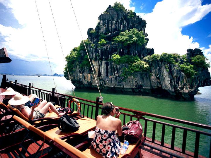 Tour Hạ Long 2 Ngày Ngủ Tàu Moonligt Cruise